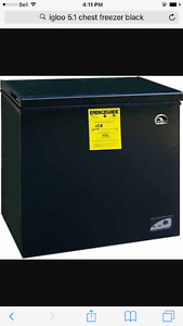 Igloo 5.1 Cubic Ft Black Chest Freezer
