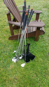 Complete set of mens right hand top flight golf clubs.