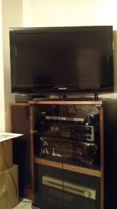 Samsung 32 in flat screen TV with swivel base $100