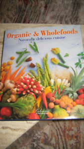 Table Book - Organic & Wholefoods Naturally delicious cuisine