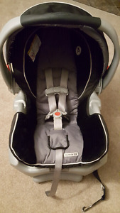 Graco snugride 35 baby car seat with jj Cole car seat cover