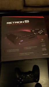 Retron 5 console and wireless controller