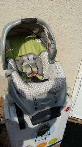 Graco carrier & baby car seat