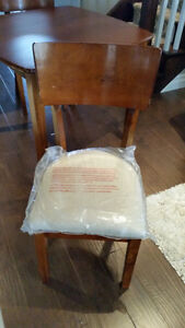 Solid wood table and chair set Kitchener / Waterloo Kitchener Area image 2