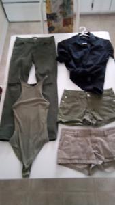 $5 chaque short blouse small ou 5 ans