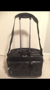 Rolling suitcase style laptop bag