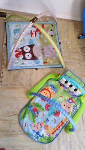 Play mat/ kick and play piano/ lot of infant toys