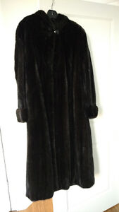 Size 20 mink fur coat/ manteau de fourrure en vison like new