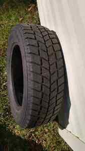 2 pneus d'hiver 195 / 65 R15 à donner
