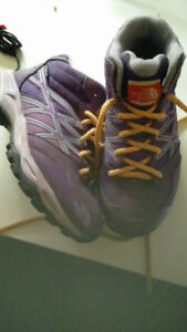 North Face Girls Hiking Boots Hikers Shoes Size 1 Sz