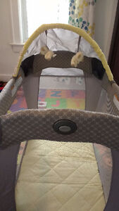 Graco mini crib, pack play  bassinet