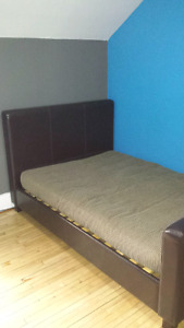 DOUBLE SZ. Bedframe/headboard and footboard.