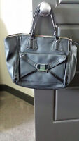 Guess Black Bag Purse GREAT CONDITION