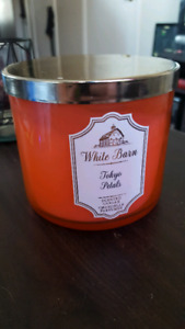 Bath and body works candle- Tokyo Petals