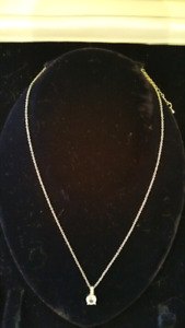 Silver plated necklace with imitation diamonds
