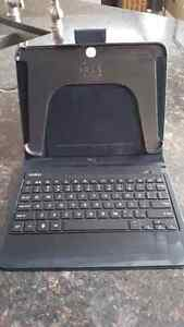 Tablet case with hard key keyboard