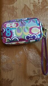Couch Wristlet / Guess Purse & Wallet Kitchener / Waterloo Kitchener Area image 2