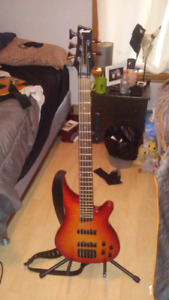 Grote 5 string bass