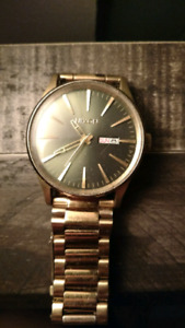 Nixon sentry ss gold plated watch