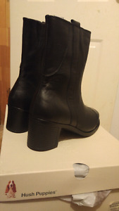 STEEL TOED BOOTS - sz 7 or 7.5  Hush Puppies