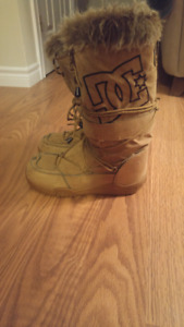 Womens DC winter boots size 9