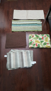 23 placemats and 2 table runners