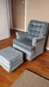 Swivel Chair and Ottoman Peterborough Peterborough Area image 2