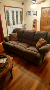 2 pc couch& loveseat set