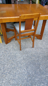 Beautiful kitchen mini dining table and 4 chairs