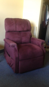 Electric Lift Chair -- LIKE NEW CONDITION