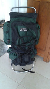 Large Back Pack / Sac à dos **Jan Sport** with day pack