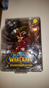 WORLD OF WARCRAFT FIGURE IN MINT CONDITION NEVER OUT OF THE BOX! London Ontario image 1