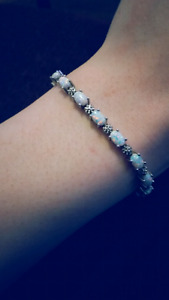 Antique 925 silver bracelet with beautiful Opal stones