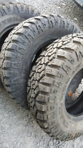 LIKE NEW LT265/75/R16 MUD TERRAIN TIRES E RATED