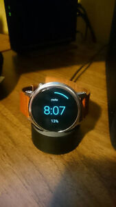Moto 360 2nd Gen Silver w/ Brown Leather Strap - Great Condition Cambridge Kitchener Area image 3