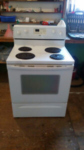 Newer white Inglis coil top stove
