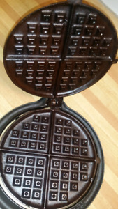 McClary #9 Cast Iron Waffle Maker In Canada
