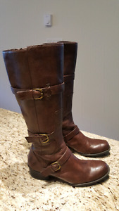 Naturalizer size 8.5 boots
