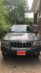 2004  GREY JEEP GRAND CHEROKEE FOR SALE IN VERY GOOD CONDITION