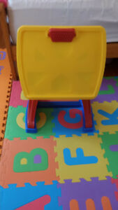 Toddler art table and chair