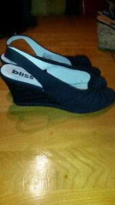 Sandales noires de marque Bliss