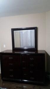 Dresser w/ 8 Drawers & Detachable Mirror
