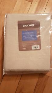 New. Lightweight cotton blanket