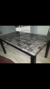 Dining Room set (Table , 4 Chairs + 2) *Brossard