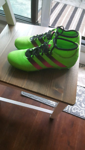 Size 9.5 soccer cleats