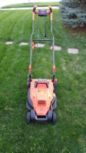 Black & Decker 12 amp 17-inch Electric Lawn Mower with Comfort G