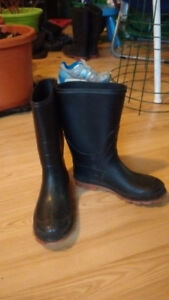 Youth Size 4 Rubber Boots