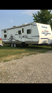 2004 30 ft cougar trailer with bunk room