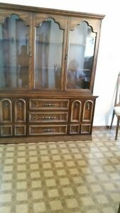 mobilier a vendre (salle a diner, chambre, television)