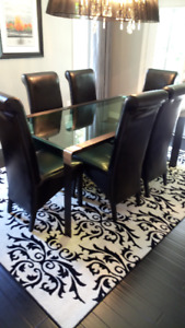 Waterfall Glass Dining Room Table & Chairs